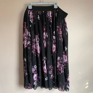Torrid size 2 Black purple Pleated skirt NWOT